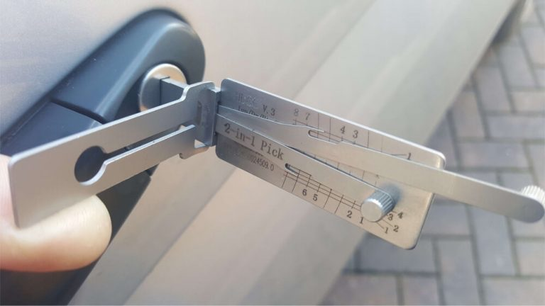 car lock picking services in Sale